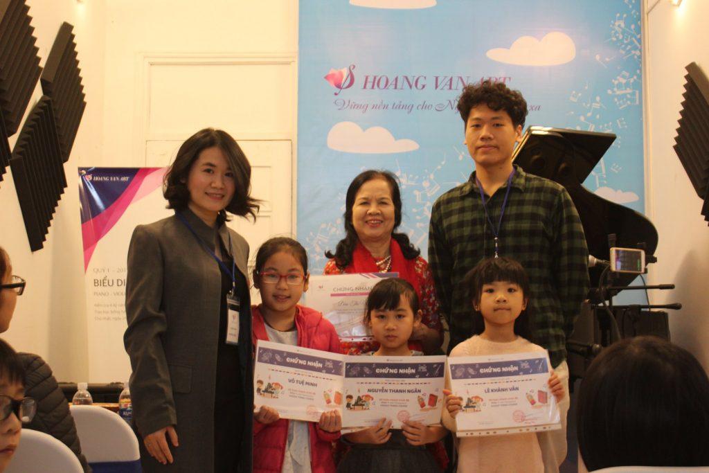Học viên lớp Piano người lớn và lớp trẻ em đã hoàn thành trình độ cơ bản của Hoang Van Art