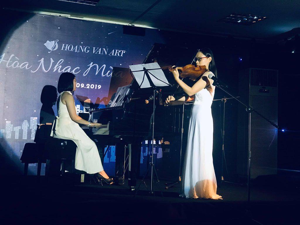 Hòa tấu Piano (cô Hoàng Vân) và Violin (cô Minh Thịnh) bản nhạc Meditation of Thais trong Hoang Van Art - Hòa Nhạc Mùa Thu 8