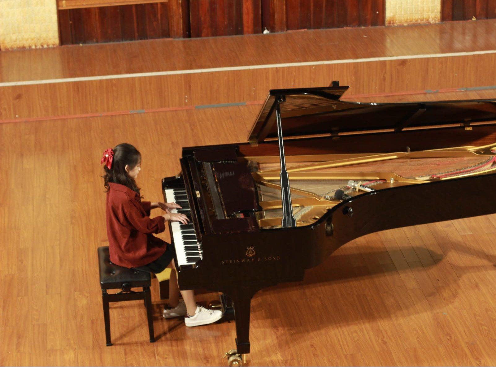 Hoang van art lop piano abrsm